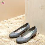 דגם מנצ'סטר: נעלי סירה טבעוניות בצבע אפור - MIZU