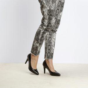 דגם בריסל: נעל עקב בצבע שחור – B.unique
