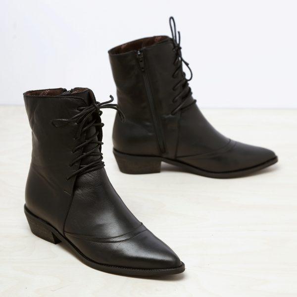 דגם וושינגטון: מגפיים מעור לנשים בצבע שחור – B.unique