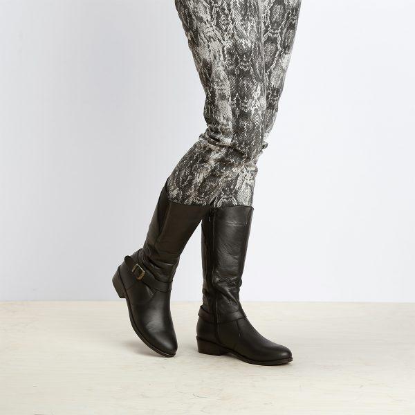 בלעדי לאתר - דגם באלי: מגפיים לנשים בצבע שחור - B.unique