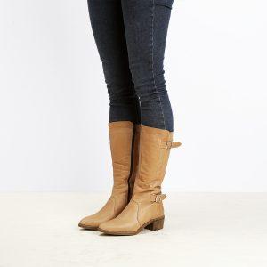 דגם פראג: מגפיים לנשים בצבע קאמל - B.unique