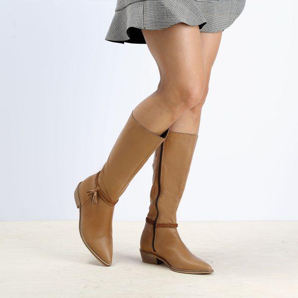 דגם ספרד: מגפיים לנשים בצבע קאמל - B.unique