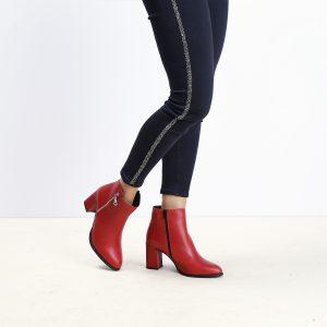 דגם קפרי: מגפונים לנשים בעיטור רוכסן בצבע אדום - B.unique