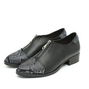 בלעדי לאתר - דגם ונקובר: נעליים בצבע שחור ולבן – B.unique