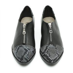 דגם ונקובר: נעליים בצבע שחור ולבן – B.unique