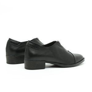 בלעדי לאתר - דגם ונקובר: נעליים בצבע שחור – B.unique