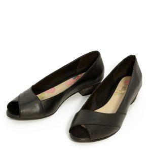 דגם שנהב: נעלי סירה בצבע שחור - B.unique
