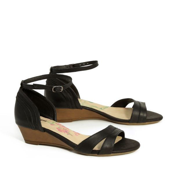 בלעדי לאתר - דגם איילה: נעלי עקב בצבע שחור - B.unique