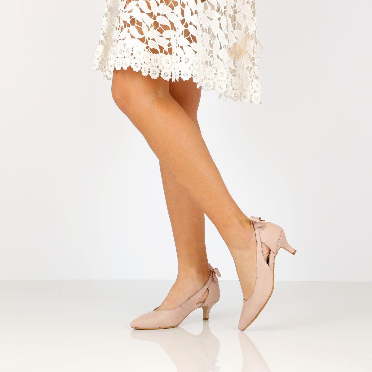 דגם גפן: נעלי נשים בצבע ניוד