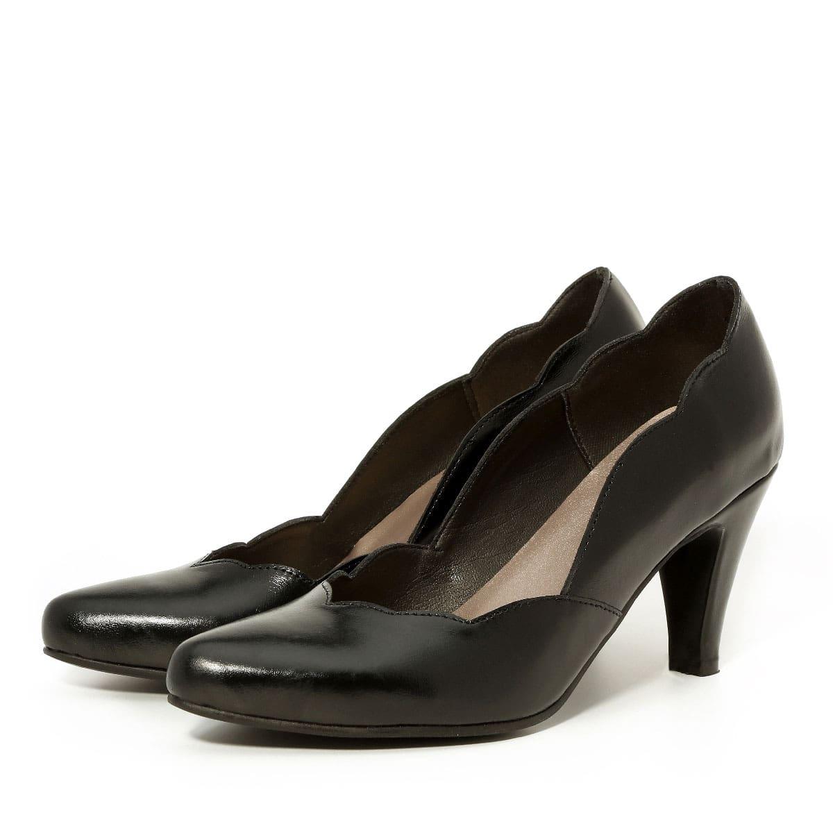 דגם מיכאלה: נעלי סירה בצבע שחור