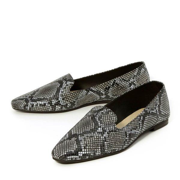 דגם מאיה: נעליים שטוחות בצבע שחור מנוחש - B.unique