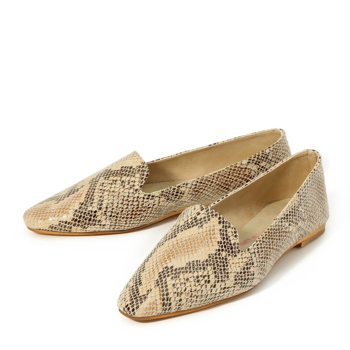 דגם מאיה: נעליים שטוחות בצבע בז' מנוחש