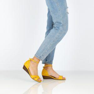 בלעדי לאתר - דגם איילה: נעלי עקב בצבע צהוב - B.unique