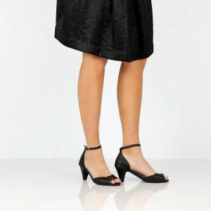 בלעדי לאתר - דגם אושרת: נעלי עקב בצבע שחור - B.unique