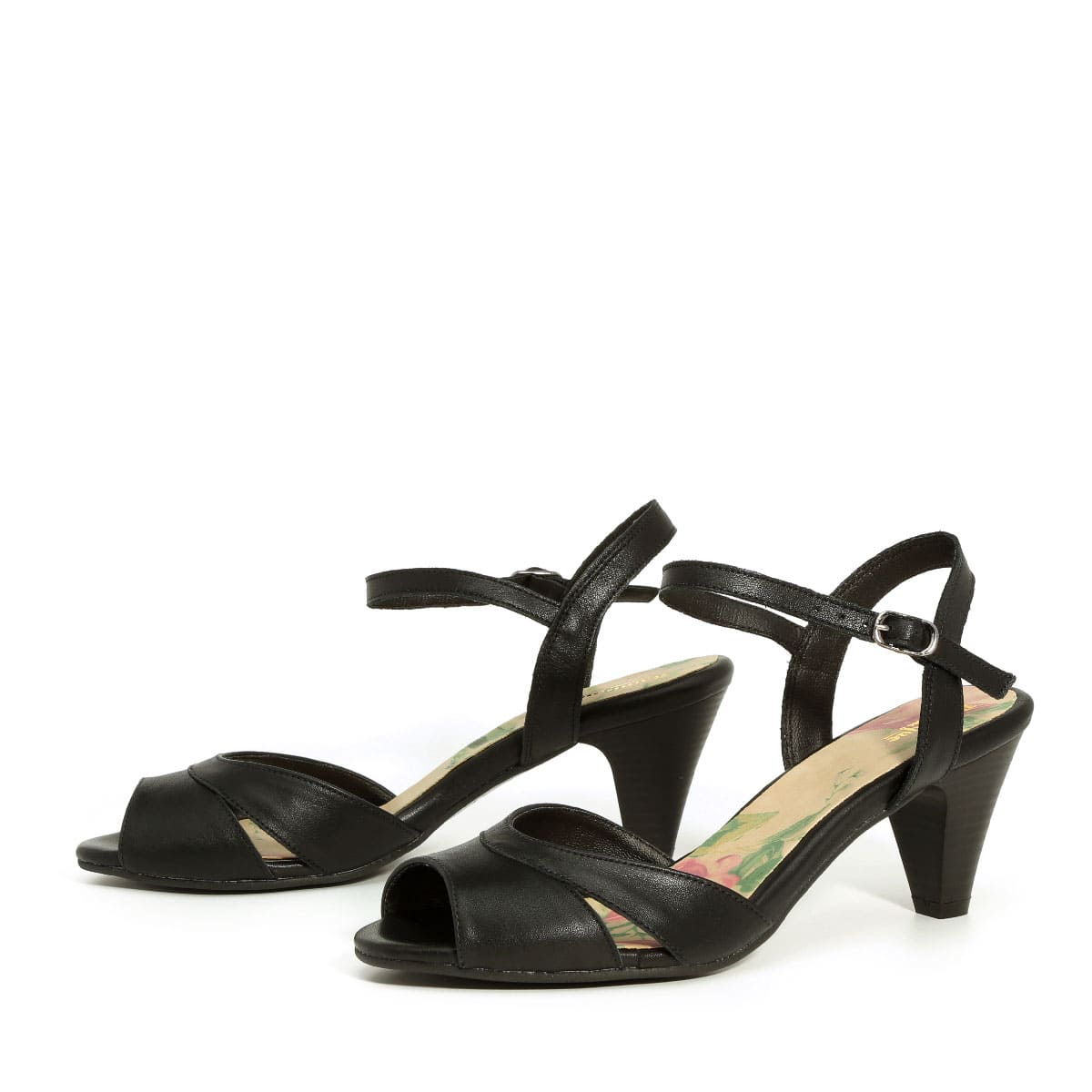 דגם עומר: נעלי עקב בצבע שחור