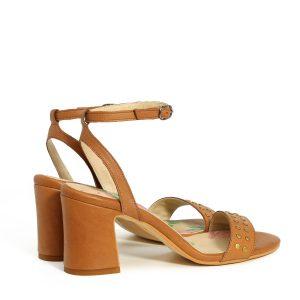 בלעדי לאתר - דגם אמה: נעלי עקב בצבע קאמל - B.unique