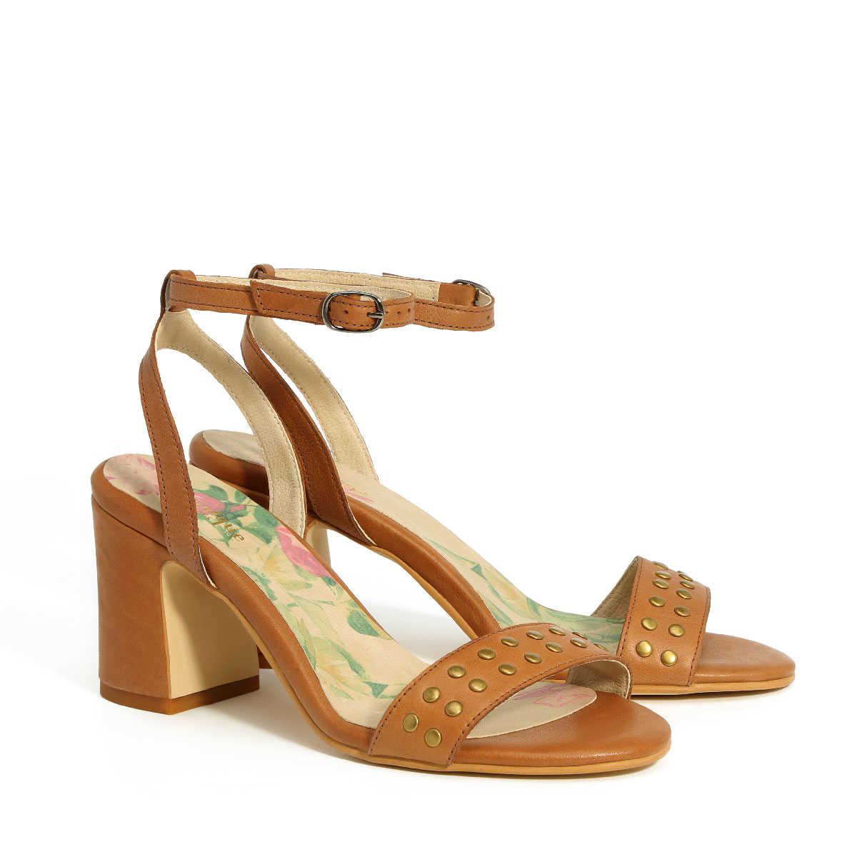 בלעדי לאתר - דגם אמה: נעלי עקב בצבע קאמל