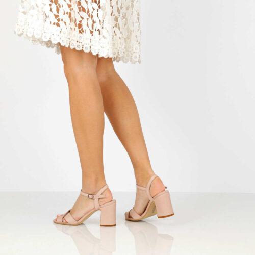 בלעדי לאתר - דגם הדר: נעלי עקב בצבע ניוד - B.unique
