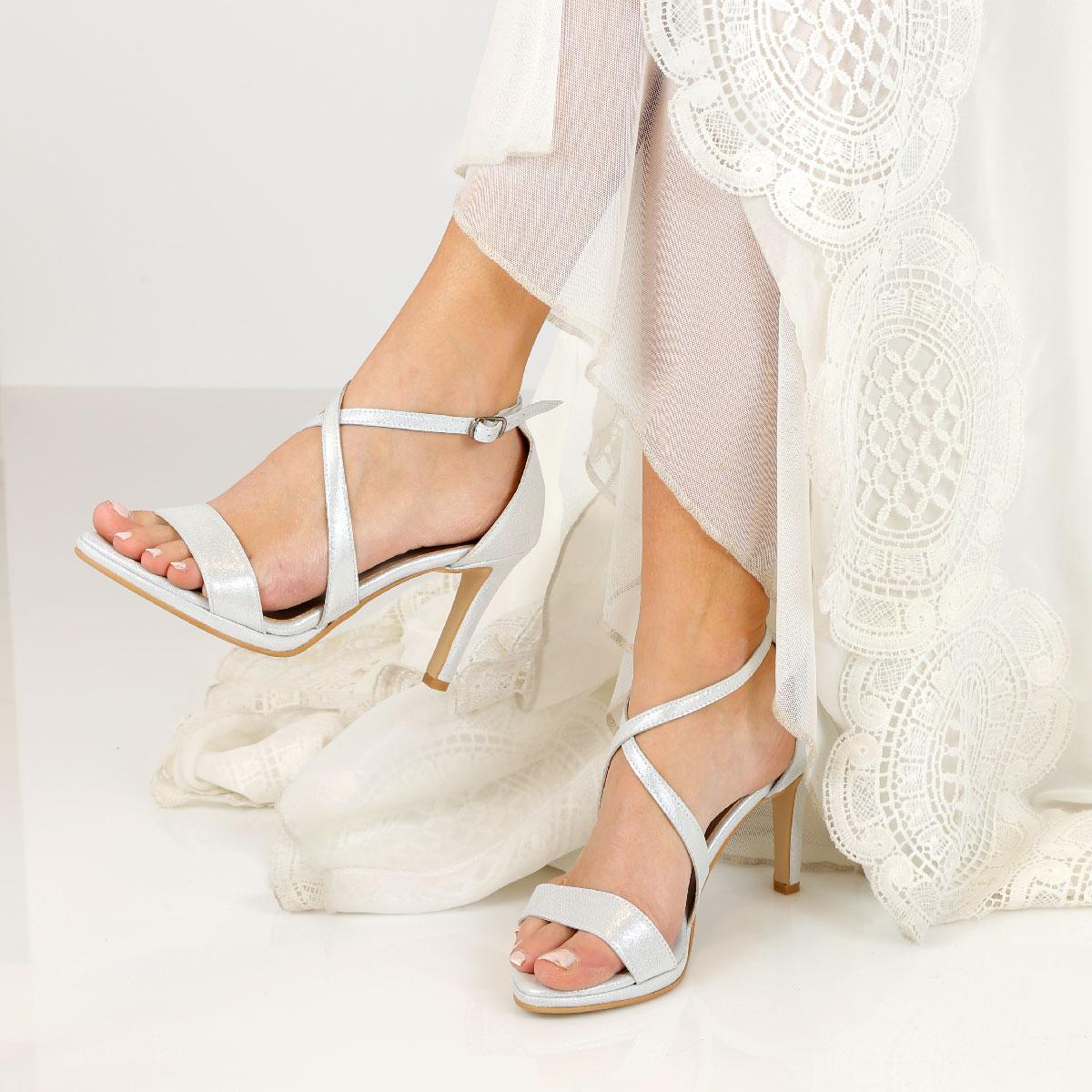 דגם שירז: נעלי עקב בצבע כסף