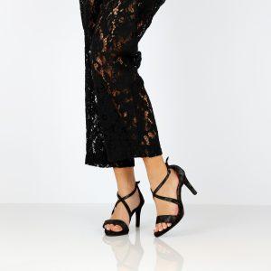 דגם שירז: נעלי עקב בצבע שחור - B.unique