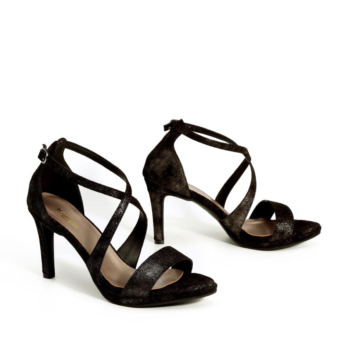 דגם שירז: נעלי עקב בצבע שחור