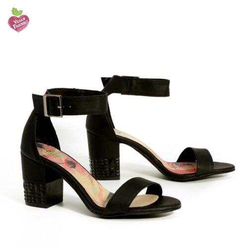 דגם מורין: נעלי עקב טבעוניות בצבע שחור