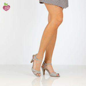 בלעדי לאתר - דגם מיטל: סנדלי עקב טבעוניים בצבע אפור - MIZU