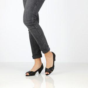 דגם עינת: נעלי עקב בצבע שחור - Rebecca Ashley