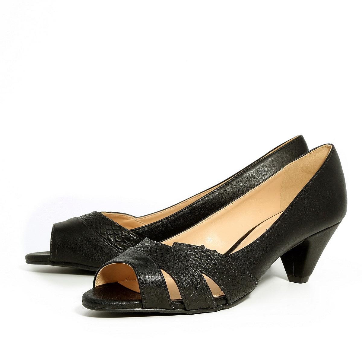 דגם עינת: נעלי עקב בצבע שחור
