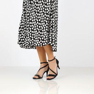 דגם שירה: נעלי עקב בצבע שחור - Rebecca Ashley