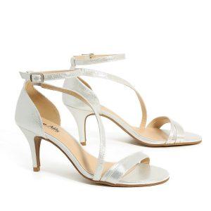 דגם שירה: נעלי עקב בצבע כסף - Rebecca Ashley