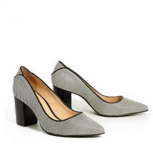 דגם פלג: נעלי עקב בצבע שחור - Rebecca Ashley