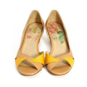 דגם אילנית: סנדלים בצבע קאמל וצהוב - B.unique