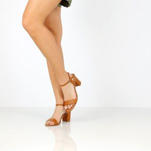 בלעדי לאתר - דגם רינת: נעלי עקב בצבע קאמל - B.unique
