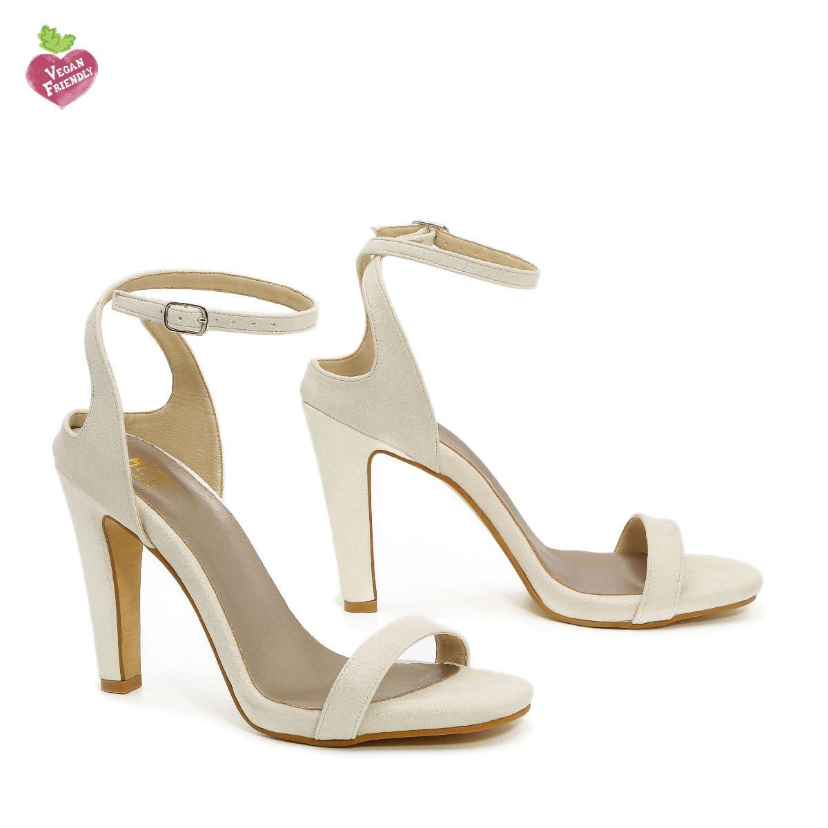 דגם אילנה: נעלי עקב טבעוניות בצבע שמנת נצנץ