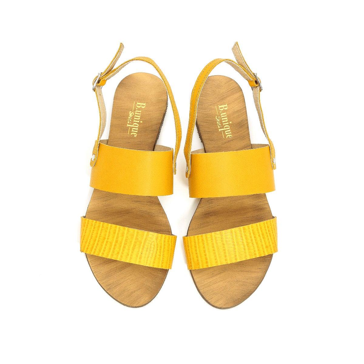 דגם ורד: סנדלים לנשים בצבע צהוב