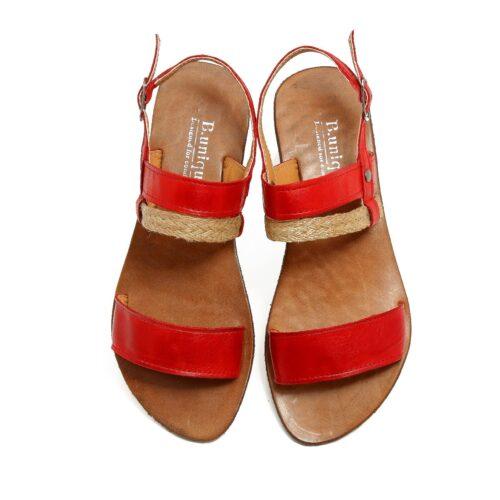 דגם לינוי: סנדלים בצבע אדום