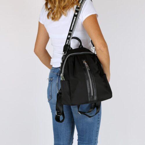 דגם גלי: תיק גב בצבע שחור