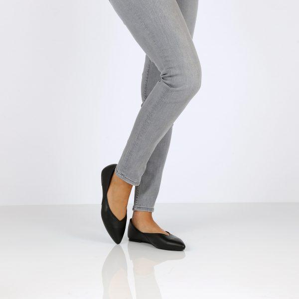 דגם אוולין: נעלי בובה בצבע שחור - B.unique