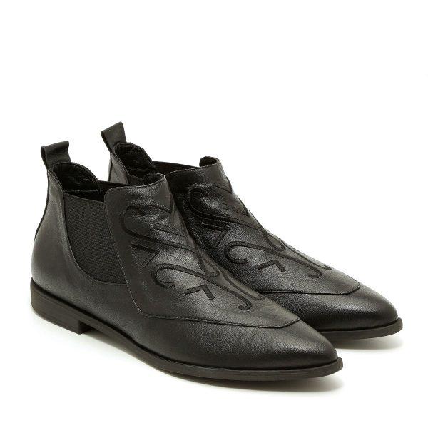 דגם רובי: נעלי שפיץ בצבע שחור - B.unique