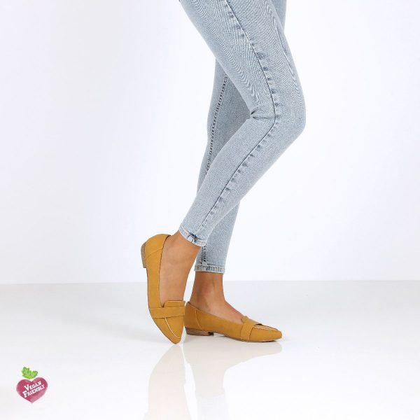 דגם אלה: נעלי מוקסין טבעוניות בצבע צהוב - MIZU