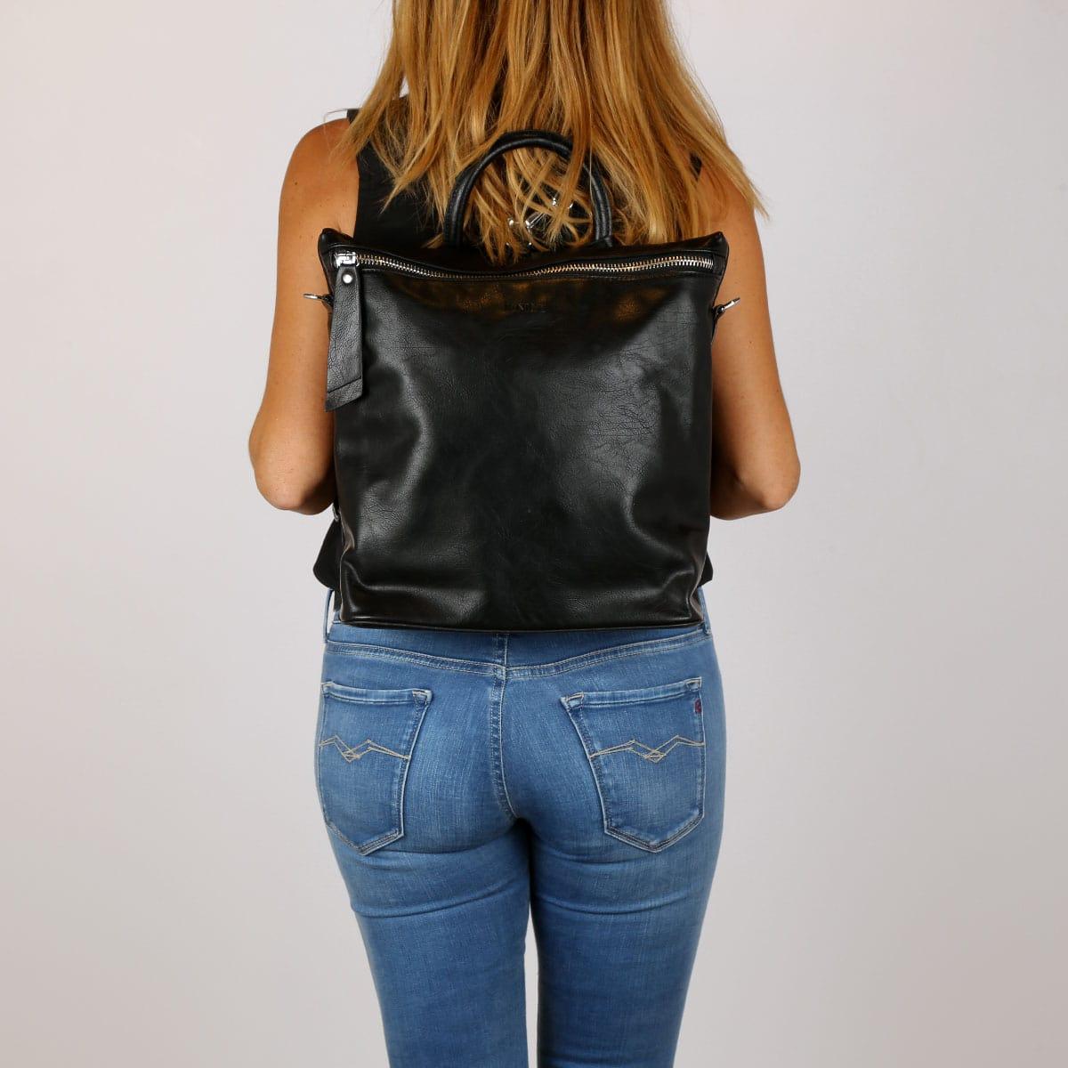 דגם איב: תיק גב בצבע שחור