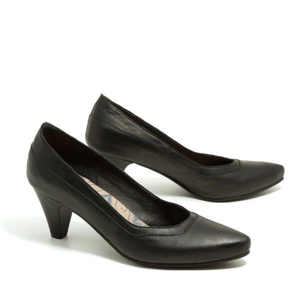 בלעדי לאתר - דגם סיינה: נעלי סירה בצבע שחור - B.unique