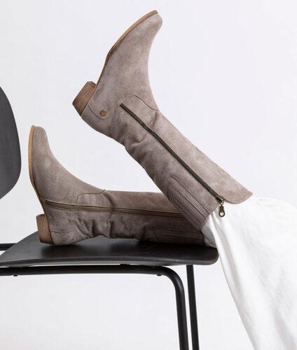 בלעדי לאתר- דגם אוראל: מגפיים טבעוניים לנשים