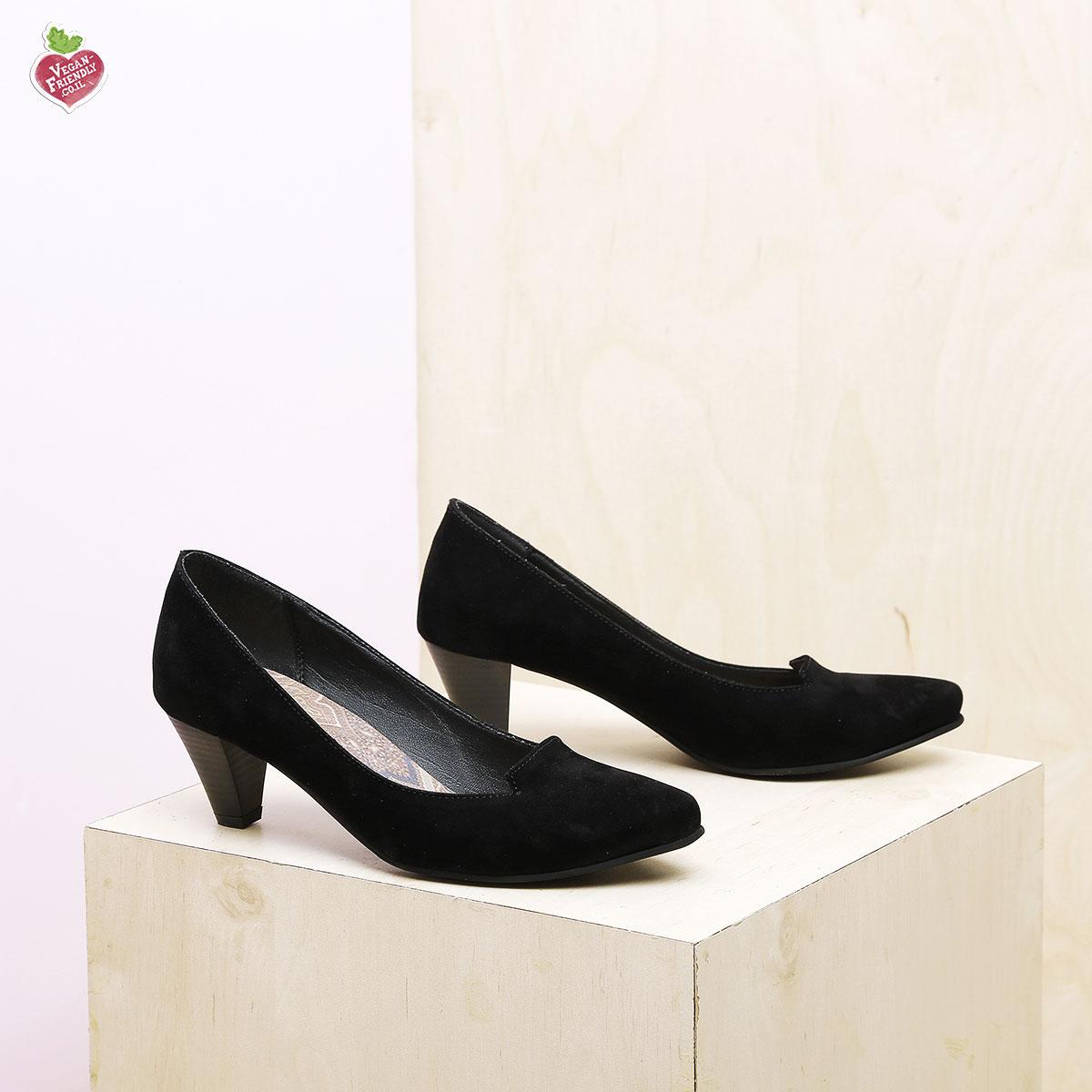 דגם טנסי: נעלי סירה טבעוניות בצבע שחור