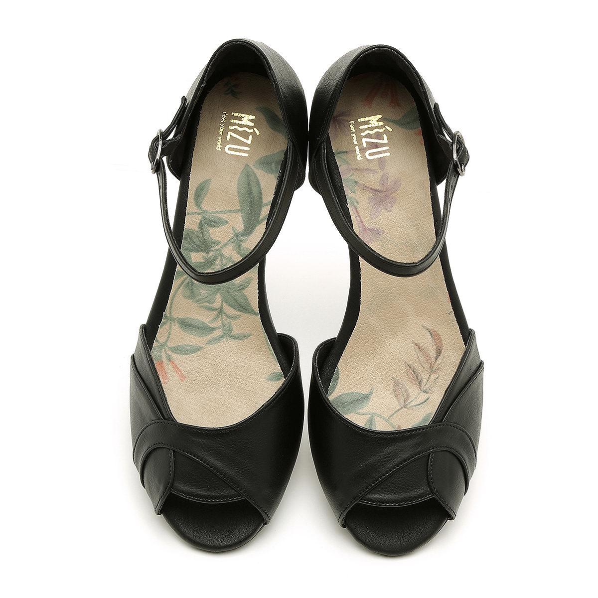 דגם אשלי: נעלי עקב טבעוניות