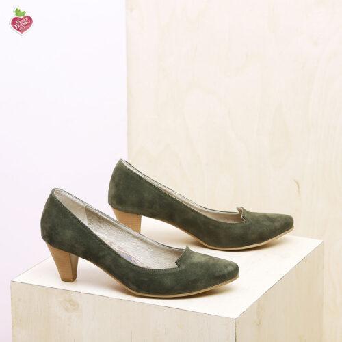 דגם טנסי: נעלי סירה טבעוניות בצבע ירוק זית