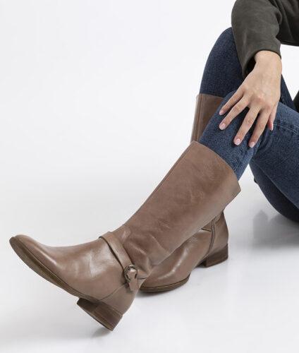 דגם אומה - מגפיים מעור מבריק
