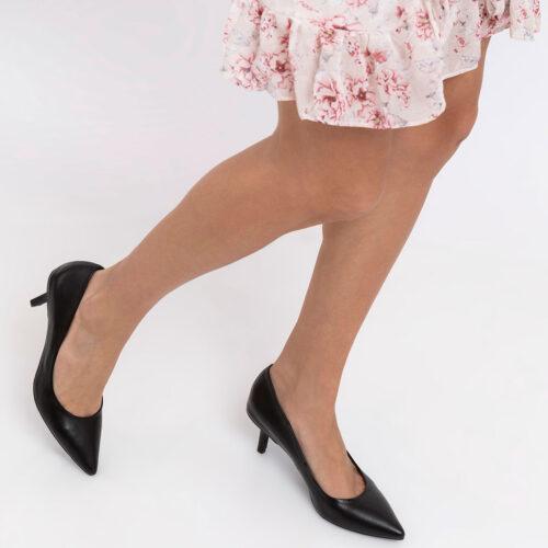 דגם טורי- נעלי עקב קלאסיות