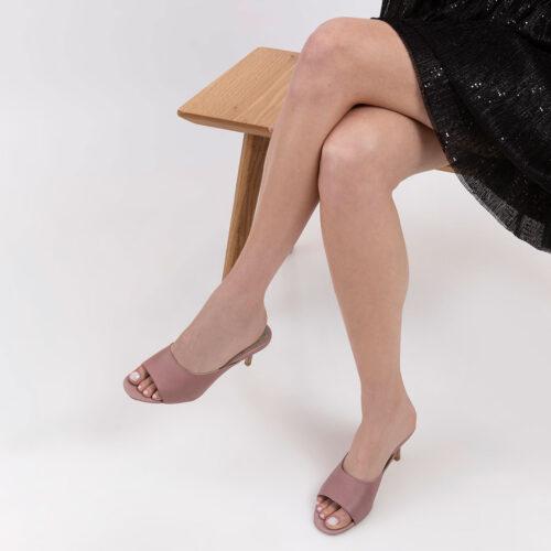 דגם ניקול- נעלי עקב בסגנון כפכפים